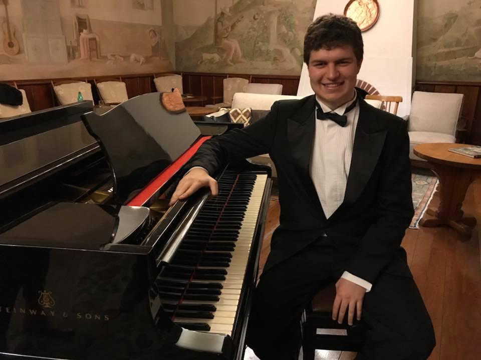 Mateus Restani Furtado - Vencedor E-COMPETITION PIANO EM FOCO 2020